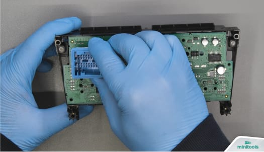 Removing printed circuit board from Citroën and Peugeot air conditioning unit